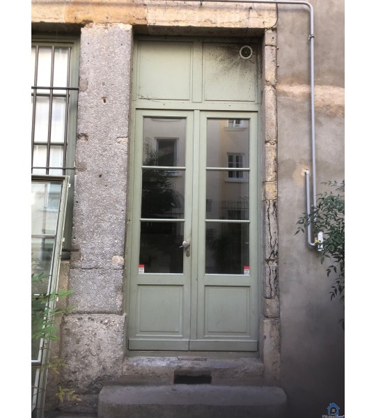 Grande porte en bois sur mesure rue des Capucines 69001 Lyon