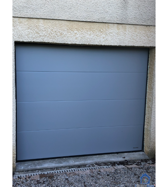 Porte de garage Gris clair lisse Villars les Dombes