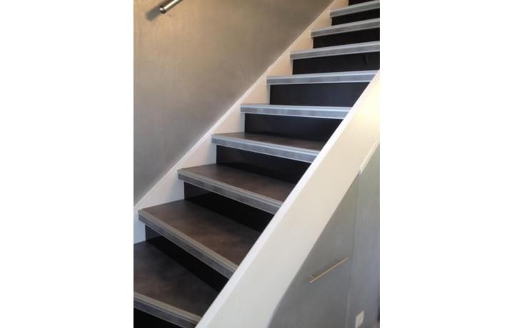 Recouvrir escalier bois cheap autres vues autres vues for Recouvrir un escalier exterieur