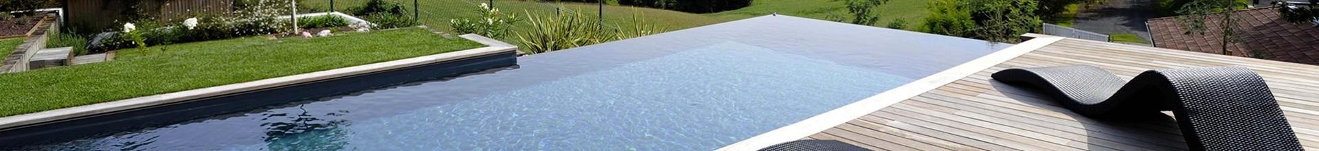Gard Occitanie nettoyage d'une piscine en béton, robuste, durable