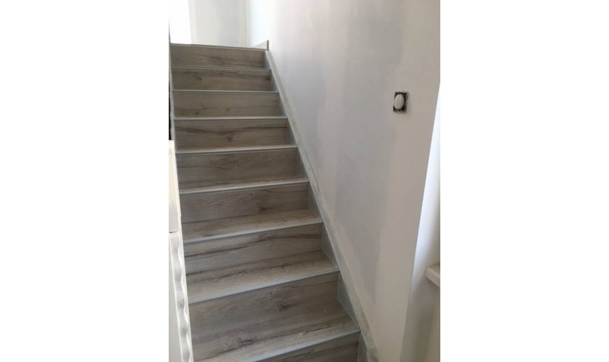 r novation escalier beton marches droites l maison bleue. Black Bedroom Furniture Sets. Home Design Ideas